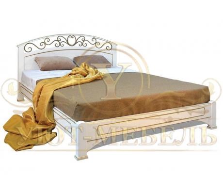 Деревянная двуспальная кровать из массива Омега с ковкой
